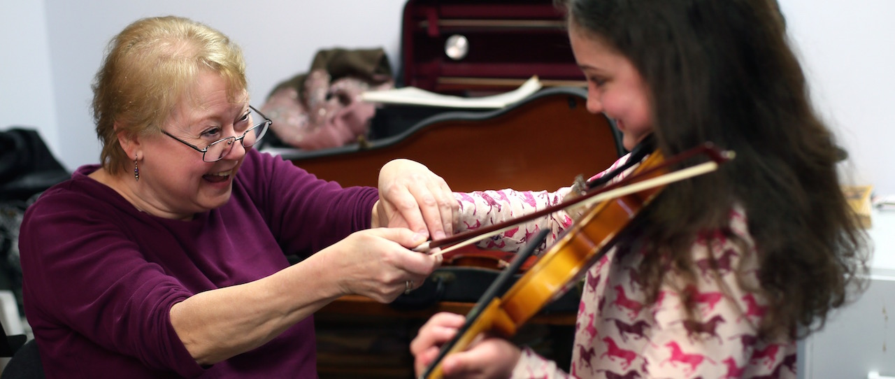 Petting zoo Boz bow laugh
